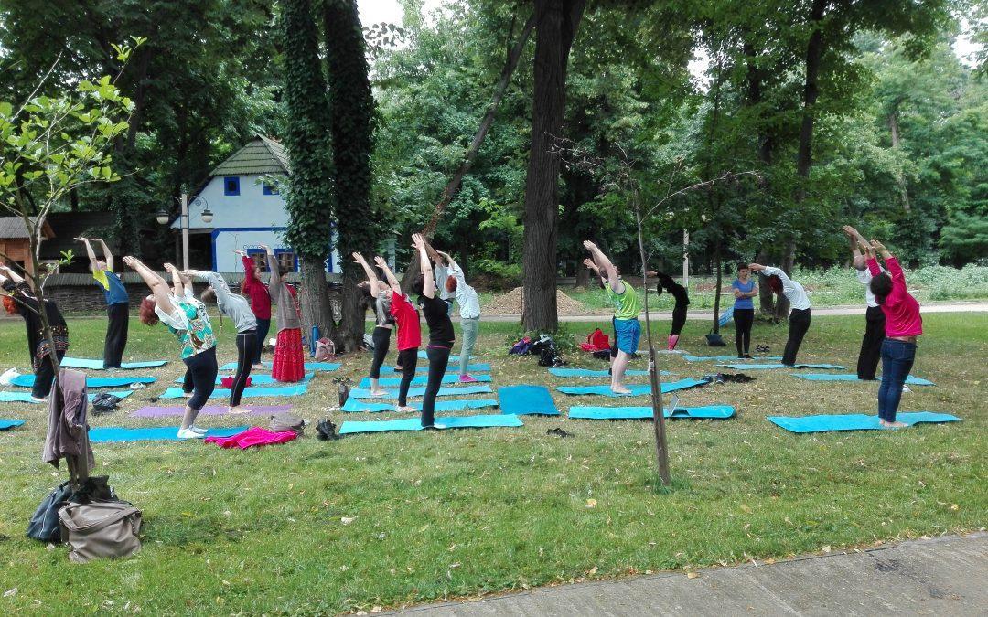 Yoga în aer liber la Festivalul Namaste India